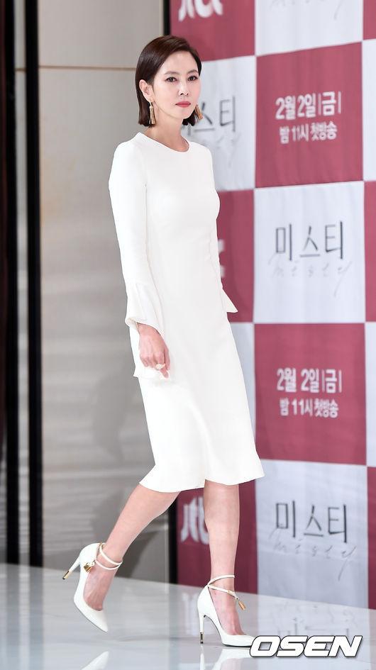 Mảnh mai hơn, nhưng Kim Nam Joo vẫn rất đẹp ở độ tuổi ngoại tứ tuần.