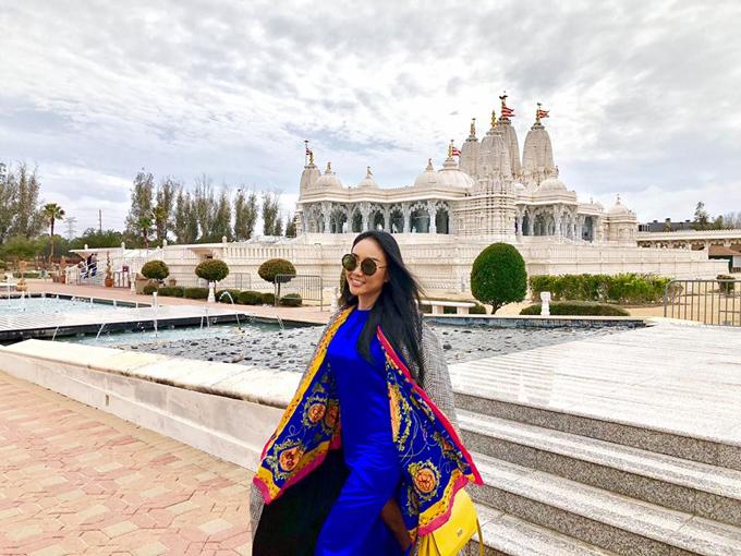 Sau khi trở về từ châu Âu, Đoan Trang tiếp tục sang Mỹ thăm bạn bè. Nữ ca sĩ tới thăm một ngôi chùa ở Mỹ và thốt lên rằng, cảnh vật ở đây chẳng khác nào ở Ấn Độ.