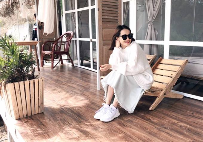 Ngay sau ồn ào vì bất ngờ đượcTrường Giang cầu hôn trên sóng truyền hình trực tiếp, Nhã Phương đột nhiên mất tích. Sau đó, cô nàng hé lộ một số hình ảnh nghỉ ngơi ở Thái Lan.