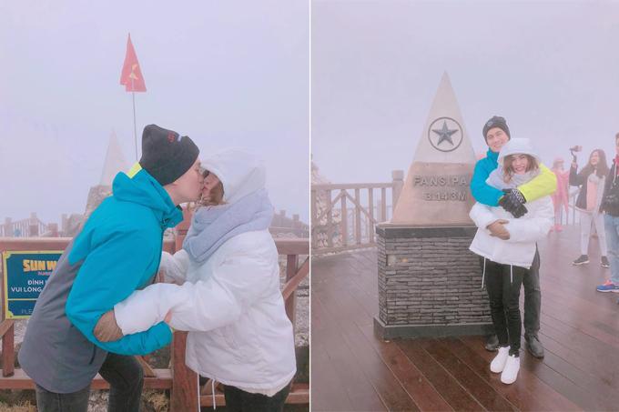 Diễn viên Việt Anh và bà xã 9X cùng nhau tới đỉnh Fansipan giữa những ngày giá rét, sương mù phủ kín. Đôi vợ chồng trẻ hôn nhau ngọt ngào ngay bên cạnh cột mốc như một cách check in độc đáo.