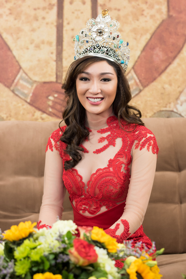 Hoa hậu Trái đất có nhan sắc gây tranh cãi sang Việt Nam dự sự kiện