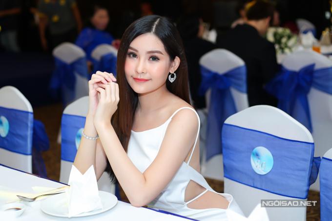 Ngân Anh chia sẻ những ngày qua cô đã lấy lại cân bằng, hào hứng theo dõi các trận bóng của U23 Việt Nam. Cô rất ngưỡng mộ đội trưởng Lương Xuân Trường và tiền vệ Nguyễn Quang Hải.