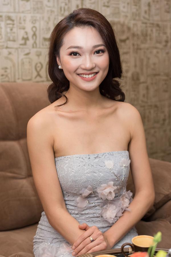 Hoa hậu Trái đất có nhan sắc gây tranh cãi sang Việt Nam dự sự kiện - 5