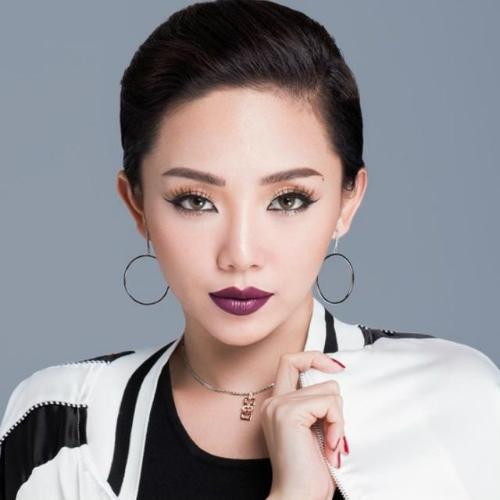 Nổi tiếng là một ca sĩ cá tính với tài năng biến hóa đa dạng trên sân khấu, Tóc Tiên luôn cố gắng giữ làn da tươi trẻ và rạng rỡ để gây ấn tượng mỗi khi xuất hiện.