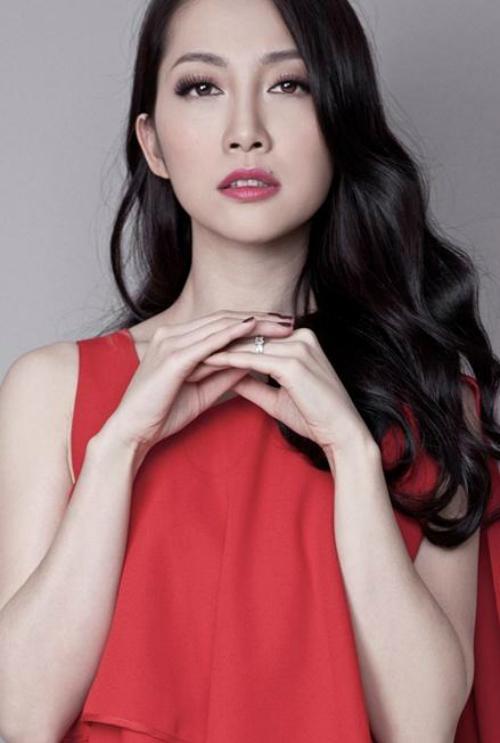 Thời gian gần đây, Linh Nga ít tham dự các sự kiện giải trí. Tuy nhiên, lần nào xuất hiện cô cũng gây chú ý bởi phong thái sang trọng, quyến rũ và vẻ ngoài trẻ trung.