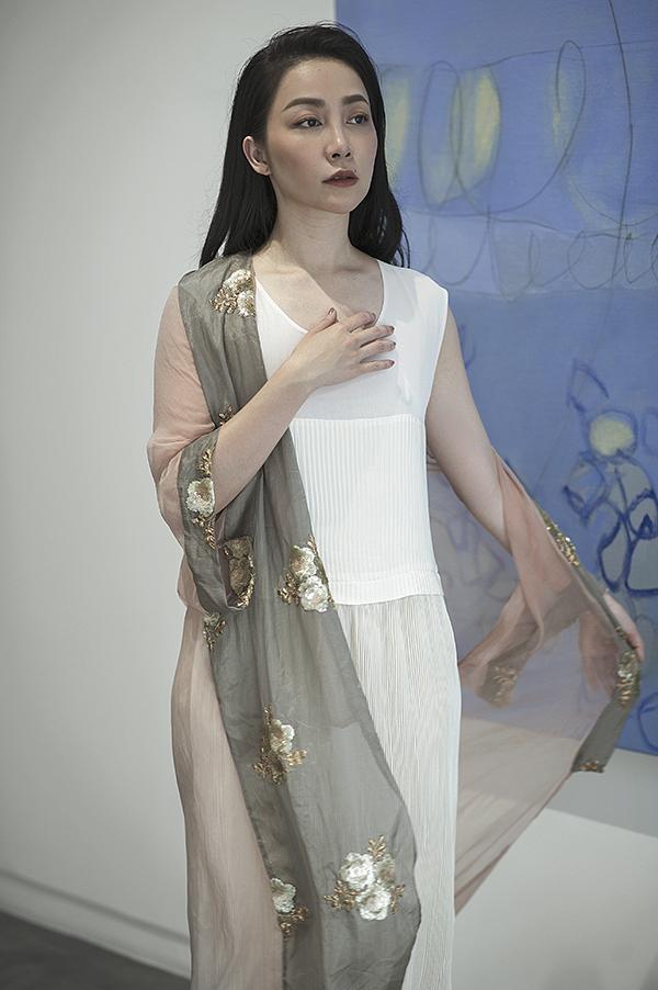 Váy áo dành cho mùa xuân được thể hiện qua các tông màu pastel, màu nhu và thiên về hướng màu nhuộm tự nhiên để mang lại nét thanh nhã.