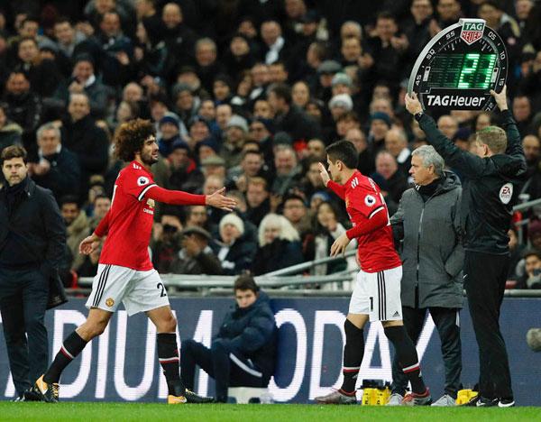 Fellaini rời sân ở phút 70 khi mới chỉ có 7 phút thi đấu trên sân. Vào thay ngôi sao người Bỉ là Ander Herrera.