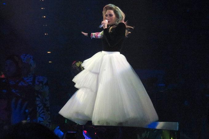 Lady Gaga thay hàng chục bộ đồ trong hơn 2 tiếng biểu diễn - 11