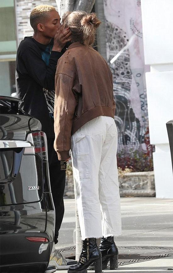 Nam diễn viên 19 tuổi hẹn hò người đẹp 18 tuổi từ mùa thu năm ngoái. Odessa Adlon hiện là một diễn viên kiêm người mẫu.