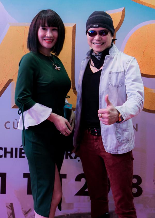Ca sĩ Jimmi Nguyễn và bà xã Ngọc Phạm cũng tới ủng hộ phim mới của đạo diễn Việt kiều.