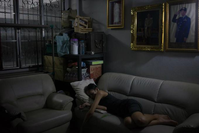 Sâu trong trái tim của Lolita, người cha có một vị trí nhất định. Những hôm bố cô ra ngoài muộn, cô nằm ngủ quên trên chiếc sofa để chờ ông về.