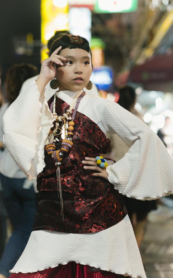 mau-nhi-viet-khoe-dang-cuon-hut-tai-bangkok-2