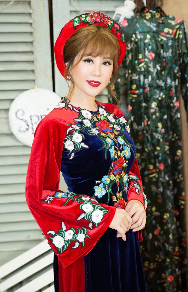 Hoa hậu có chút hồi hộp khi được mời làm vedette trong đêm thời trang với chủ đề Xuân yêu thương tại TP HCM.
