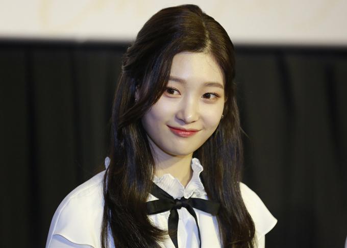 Người đẹp xứ kim chi Jung Chae Yeon cùng một số đồng nghiệp từ Hàn Quốc sang Việt Nam dự sự kiện điện ảnh.