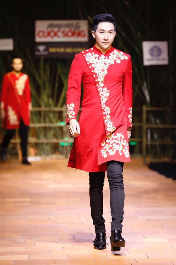 Sau sưu tập áo dài của nhà thiết kế Việt Hùng, Nam Phong giới thiệu thiết kế của Tommy Nguyễn