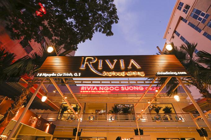 Là thế hệ tiếp theo của ẩm thực Ngọc Sương, Rivia Seafood Dining ra đời dựa trên cảm hứng từ những chiếc du thuyền sang trọng ở bến cảng Monaco nước Pháp. Không gian của nhà hàng được thiết kế theo ý tưởng trên chiếc du thuyền đúng nghĩa mang đậm phong cách Âu châu.