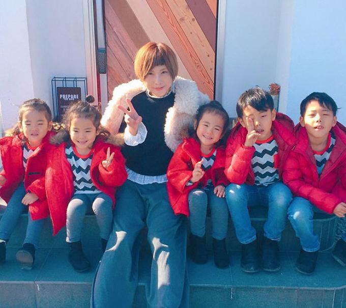 Cuộc sống lộn xộn có tổ chức trong gia đình 5 con ở Nhật - 7