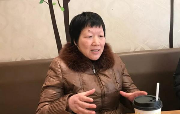 Bà Li chỉ được ngủ hai tiếng mỗi đêm và phải đáp ứng những yêu cầu ngày càng cao của khách hàng. Weibo.