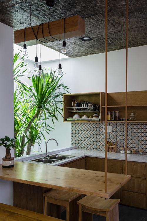 Khu nấu nướng xinh xắn ở tầng một.