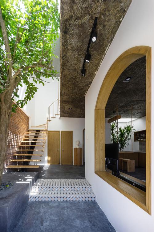 Giếng trời giúp không gian bên trong ngôi nhà có nhiềuánh sáng tự nhiên.