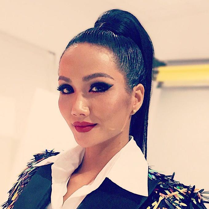 Hoa hậu HHen Niê thay đổi phong cách cá tính, cực ngầu như mổ rocker thực thụ.