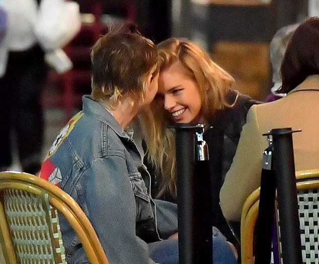 Sau hơn một năm hẹn hò, tình yêu của Kristen và thiên thần nội y người Bỉ vẫn rất nồng nàn. Theo nguồn tin tiết lộ trên X17, ngôi sao Chạng vạng còn lên kế hoạch cầu hôn Stella. Kristen rất trân trọng tình yêu của Stella và muốn gắn bó lâu dài bên nhau. Hai người vốn đã chung sống cùng nhà ở Los Angeles từ hè năm 2017.