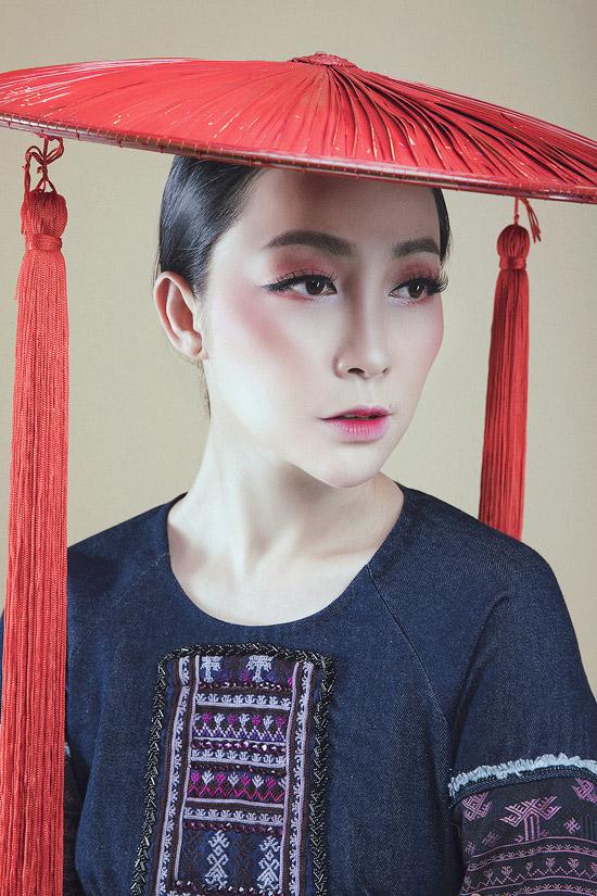 Linh Nga diện áo dài denim pha thổ cẩm của người Dao đỏ - 8