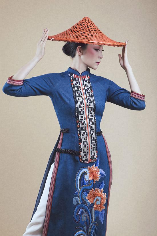 Linh Nga diện áo dài denim pha thổ cẩm của người Dao đỏ - 10