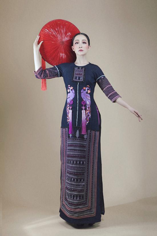 Bộ sưu tập áo dài Tết 2018 của Vũ Việt Hà vừa mang nét truyền thốngnhưng cũng rất hiện đại nhờ chi tiết sáng tạo ở phần cổ, tay áo.