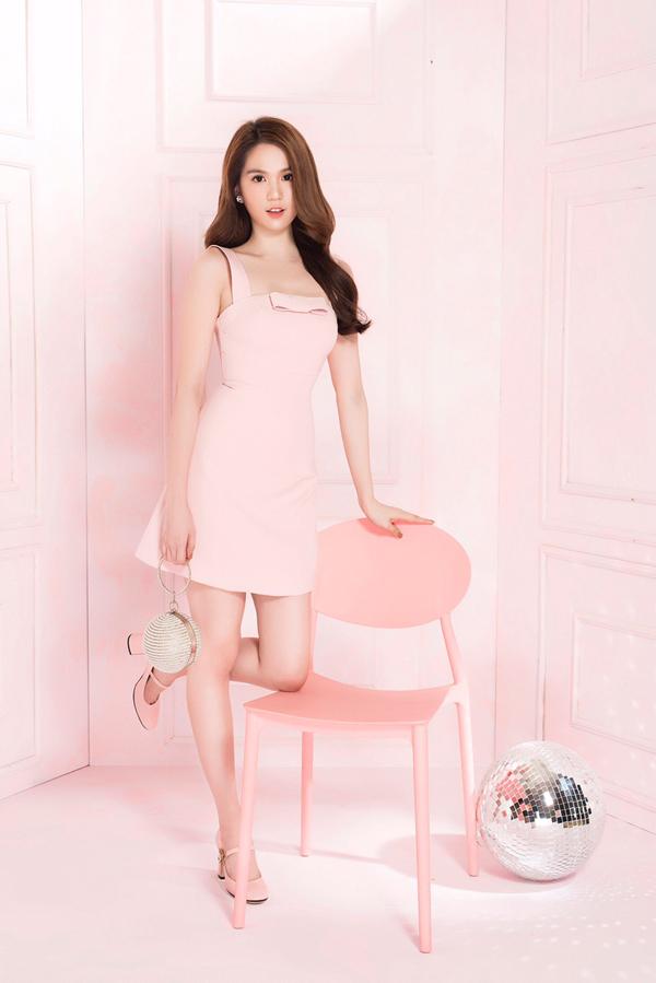 Những gam màu như đỏ, hồng pastel và trắng được Ngọc Trinh ưu tiên khi chọn lựa trang phục.