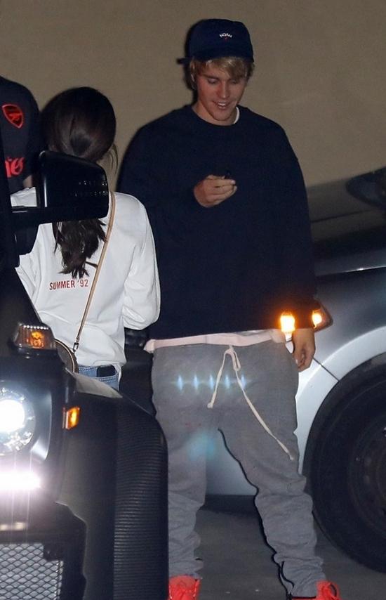 Nữ ca sĩ sau đó ra về cùng Justin Bieber.