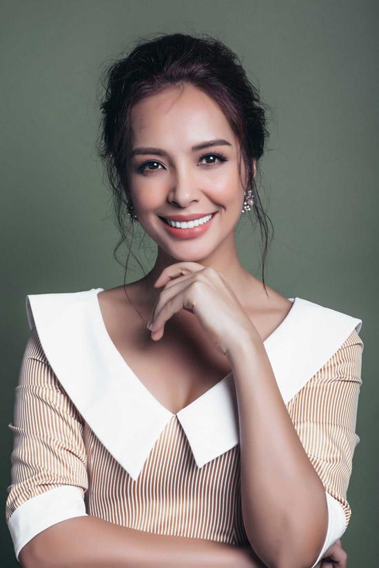 Thúy Hạnh lại chuyển vào định cư tại TP HCM sau khi kết hôn với nhạc sĩ Minh Khang và có hai con gái Suli - Suti.