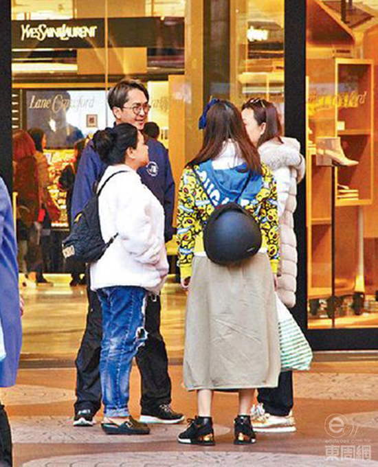 Đặng Triệu Tôn và ba cô bồ.
