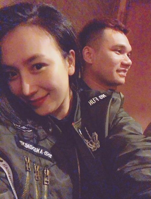 Bạn gái xinh đẹp của Khắc Việt chụp trộm dìm hàng nam ca sĩ.