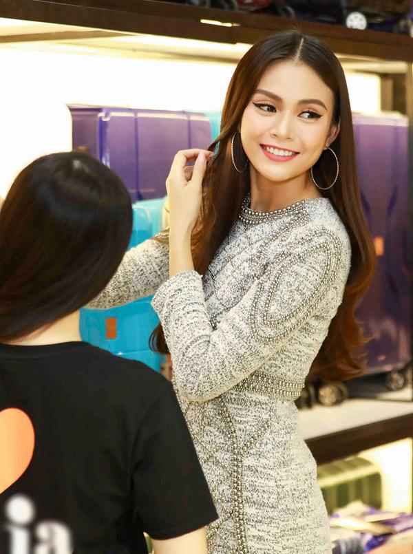 Quán quân VNs Next Top Model được nhiều người biết đến hơn từ khi vào top 3 Hoa hậu Hoàn vũ Việt Nam 2017.