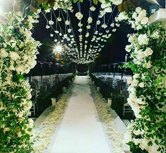 Không gian lãng mạn trong tiệc cưới của cặp sao Hàn.
