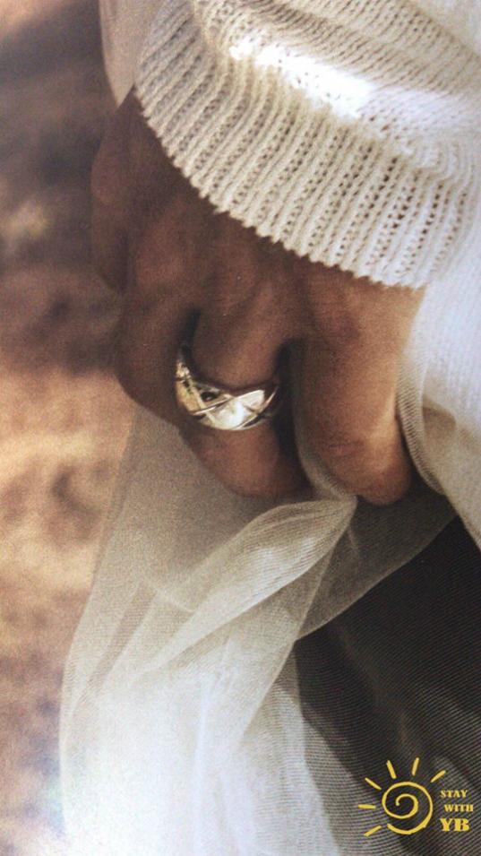 Cô dâu Min Hyo Rin khoe ngực khủng, chú rể Tae Yangđội khăn voan trongảnh cưới - 4