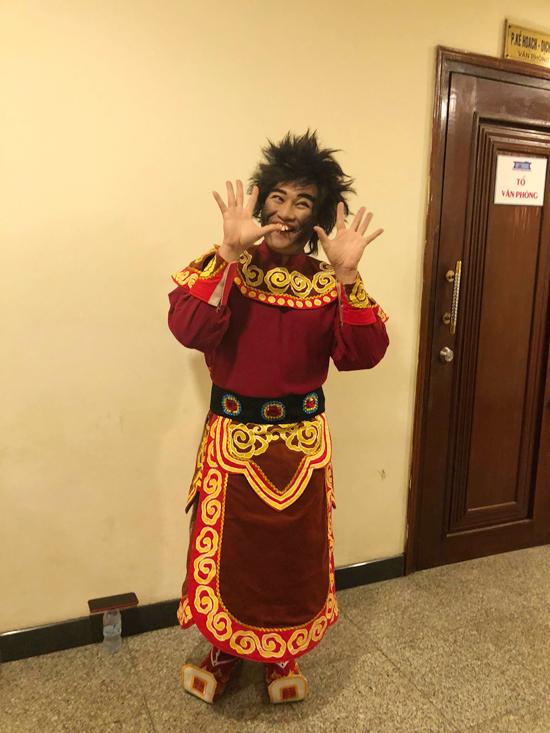 Ca sĩ Minh Quân tiếp tục đóng vai Thiên Lôi có ngoại hình xấu xí.