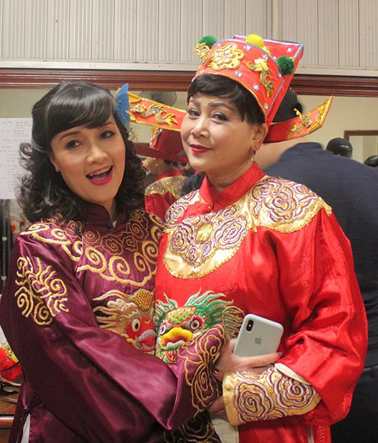 Nghệ sĩ Minh Hằng tái xuất trong chương trình năm nay. Ở hậu trường, chị vui vẻ hội ngộ Vân Dung.