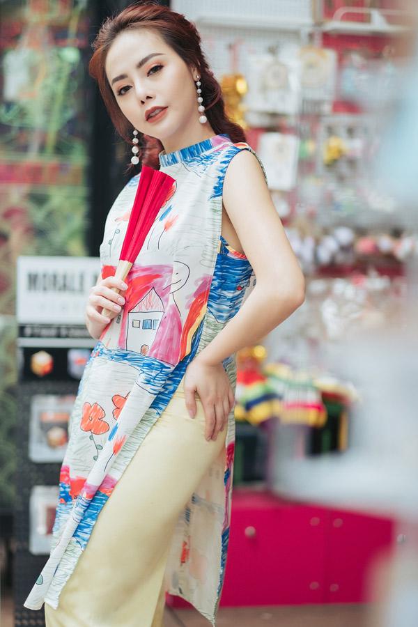 Miss Bikini 2012 sở hữu làn da trắng mịn màng. Cô đã lập gia đình và có một con gái.
