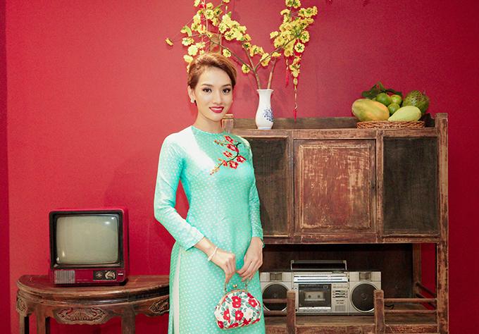 Khánh Thi đang bầu bí, được Phan Hiển và con trai hộ tống đi tiệc - 10