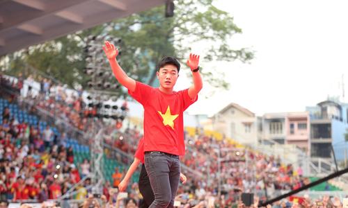 U23 Việt Nam vẫy chào biển người ở sân Thống Nhất