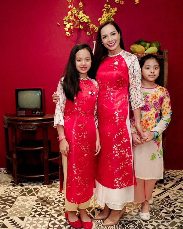 Khánh Thi đang bầu bí, được Phan Hiển và con trai hộ tống đi tiệc - 3