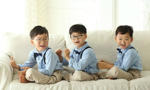 Dàn nhóc sinh ba nhà Song Il Gook trưởng thành hơn sau nửa năm sang Pháp