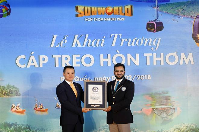 Tổ chức Guiness trao chứng nhận cho cáp treo Hòn Thơm.