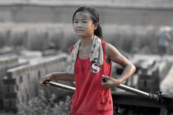 Phía trước của Zhang là một con đường dài, mong những điều tốt đẹp sẽ đến với cô bé.