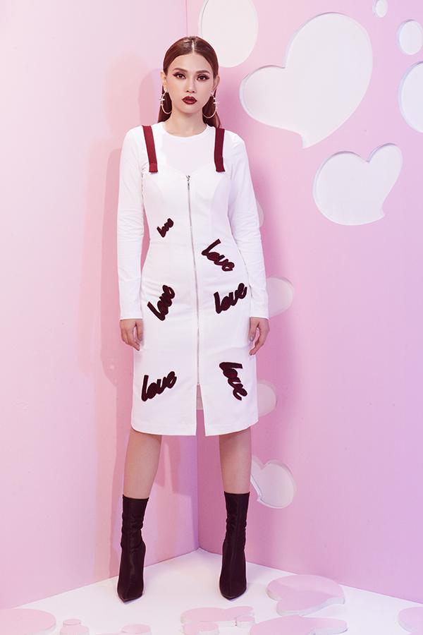 Các kiểu phụ kiện hot trendnhư bốt cổ cao, belt bag cũng được Thu Thuỷ lựa chọn để kết hợp cùng các mẫu trang phục tôn nét cá tính.