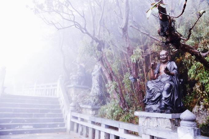 Sun World Fansipan Legend là điểm đến tâm linh với quần thể văn hóa tâm linh kỳ vĩ trên đỉnh Fansipan.