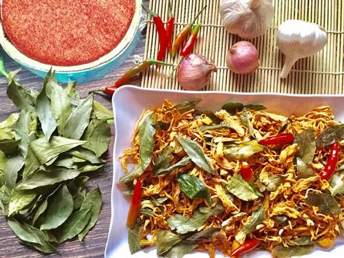 Món khô gà lá mắc mật của cô Nguyễn Hoa.