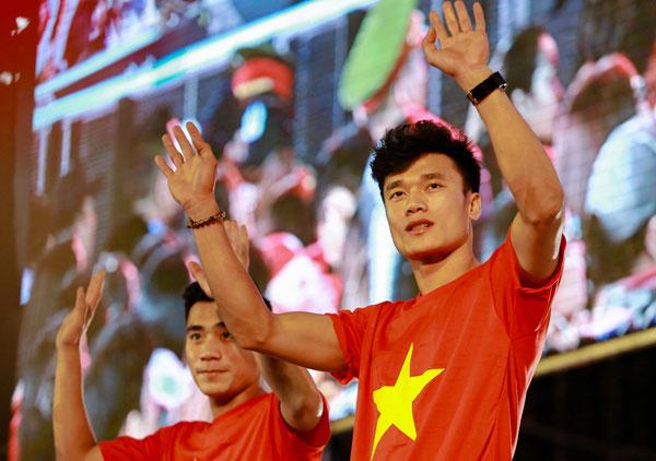 U23 Việt Nam chạy show 10 ngày từ Nam chí Bắc